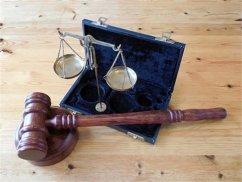 雇用深圳就业律师时应考虑的事项如费用资历等